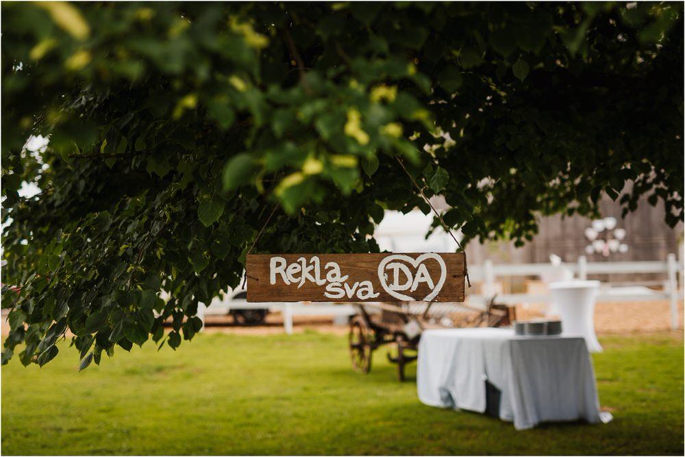skedenj poroka porocni fotograf fotografiranje elegantna poroka rustikalna poroka pod kozolcem pcakes velesovo mdetail nika grega 0064.jpg
