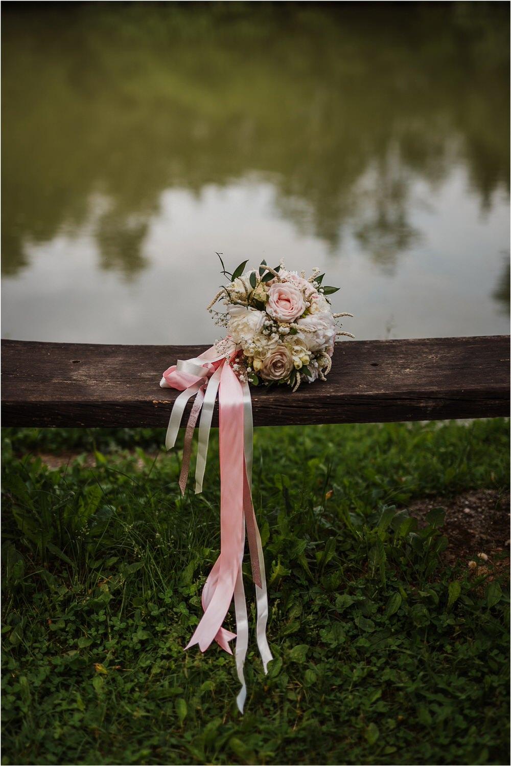 skedenj poroka porocni fotograf fotografiranje elegantna poroka rustikalna poroka pod kozolcem pcakes velesovo mdetail nika grega 0070.jpg