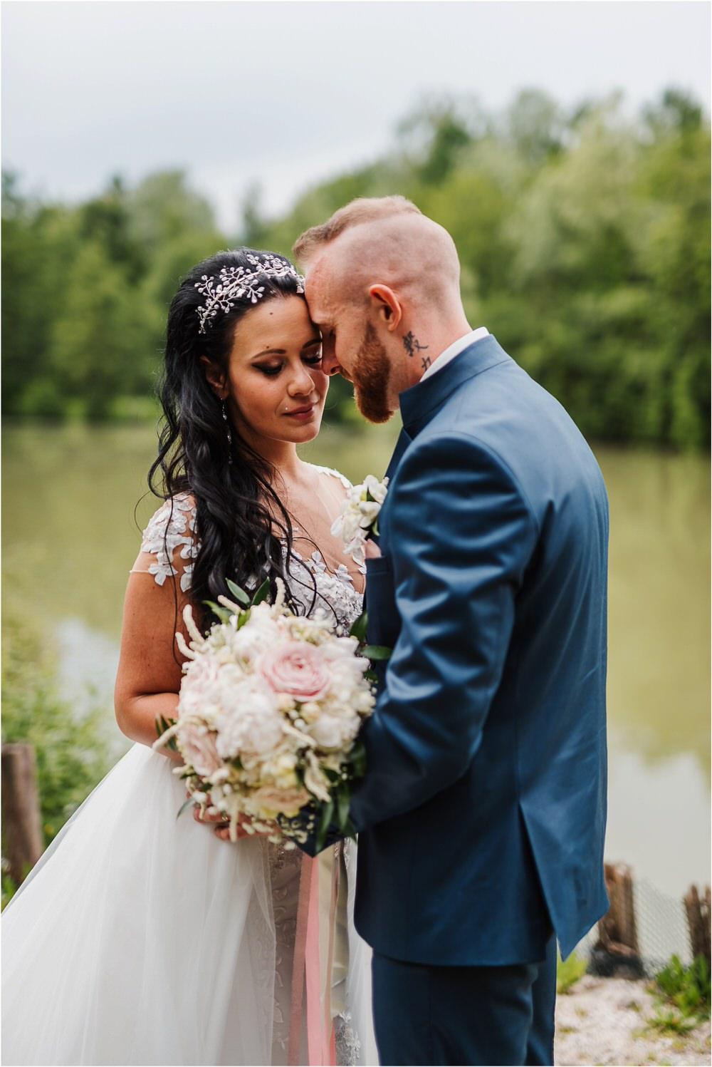 skedenj poroka porocni fotograf fotografiranje elegantna poroka rustikalna poroka pod kozolcem pcakes velesovo mdetail nika grega 0076.jpg