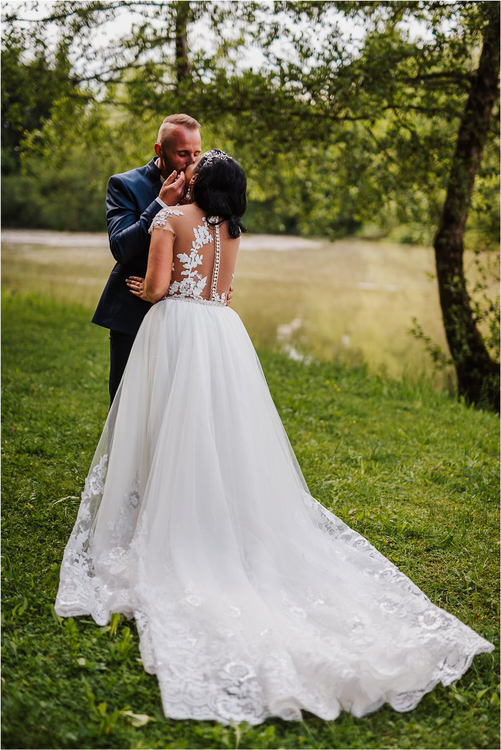 skedenj poroka porocni fotograf fotografiranje elegantna poroka rustikalna poroka pod kozolcem pcakes velesovo mdetail nika grega 0081.jpg
