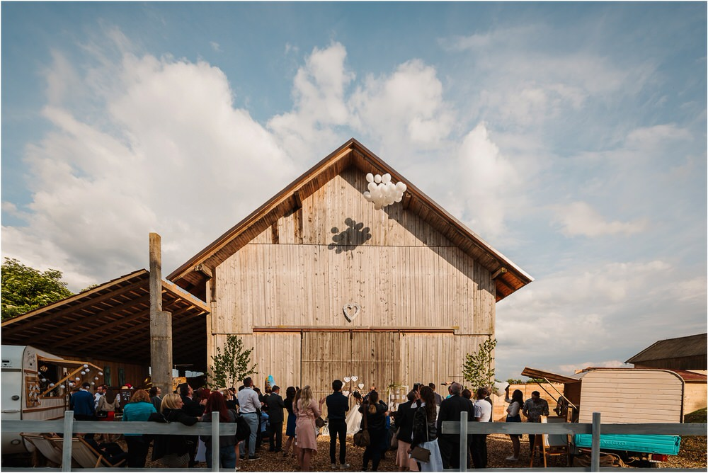skedenj poroka porocni fotograf fotografiranje elegantna poroka rustikalna poroka pod kozolcem pcakes velesovo mdetail nika grega 0090.jpg