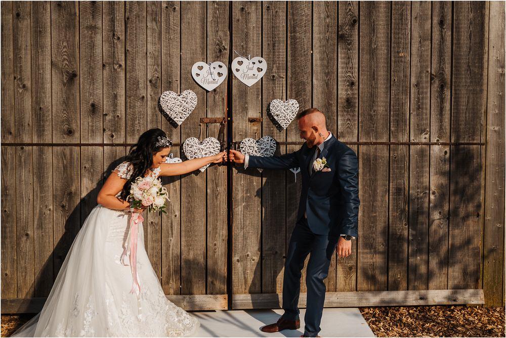 skedenj poroka porocni fotograf fotografiranje elegantna poroka rustikalna poroka pod kozolcem pcakes velesovo mdetail nika grega 0091.jpg