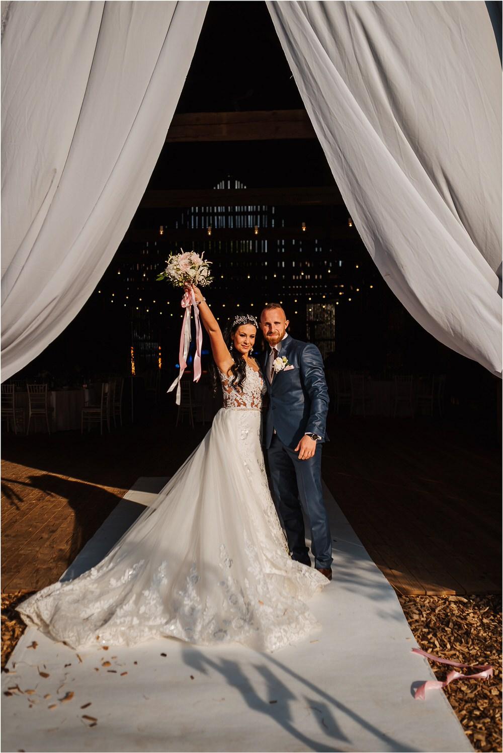skedenj poroka porocni fotograf fotografiranje elegantna poroka rustikalna poroka pod kozolcem pcakes velesovo mdetail nika grega 0092.jpg