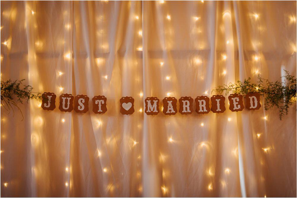 skedenj poroka porocni fotograf fotografiranje elegantna poroka rustikalna poroka pod kozolcem pcakes velesovo mdetail nika grega 0095.jpg