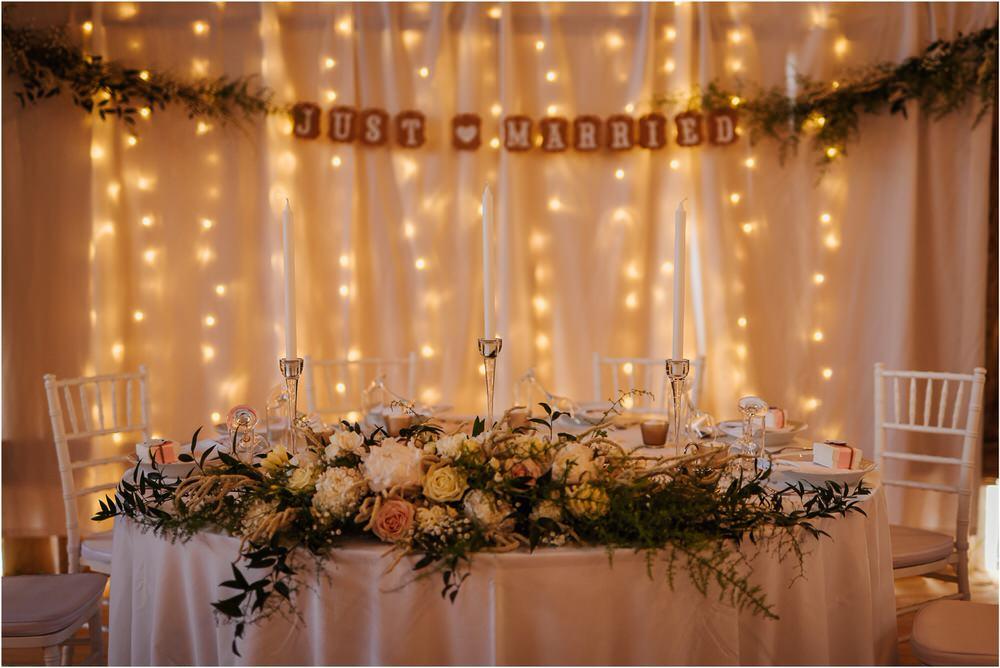 skedenj poroka porocni fotograf fotografiranje elegantna poroka rustikalna poroka pod kozolcem pcakes velesovo mdetail nika grega 0096.jpg