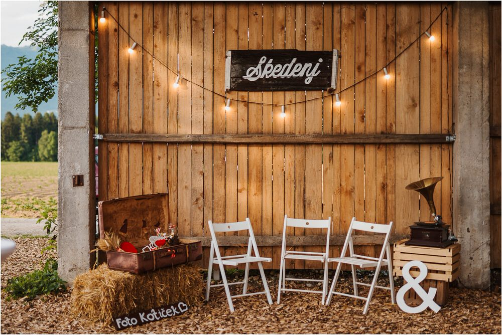 skedenj poroka porocni fotograf fotografiranje elegantna poroka rustikalna poroka pod kozolcem pcakes velesovo mdetail nika grega 0100.jpg
