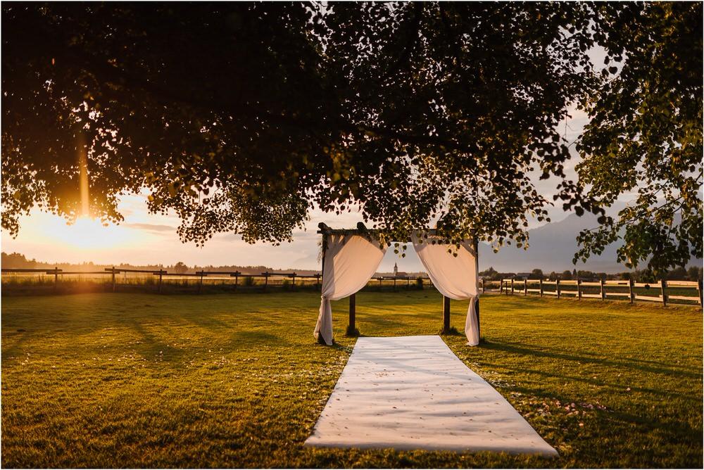 skedenj poroka porocni fotograf fotografiranje elegantna poroka rustikalna poroka pod kozolcem pcakes velesovo mdetail nika grega 0104.jpg