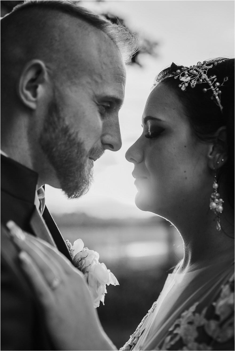 skedenj poroka porocni fotograf fotografiranje elegantna poroka rustikalna poroka pod kozolcem pcakes velesovo mdetail nika grega 0109.jpg