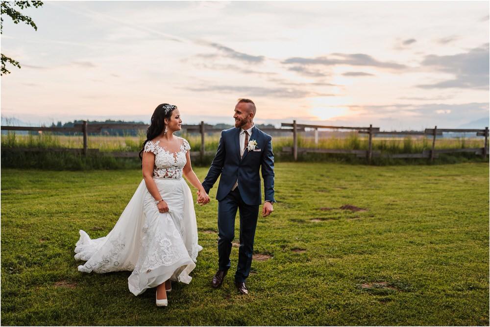 skedenj poroka porocni fotograf fotografiranje elegantna poroka rustikalna poroka pod kozolcem pcakes velesovo mdetail nika grega 0110.jpg