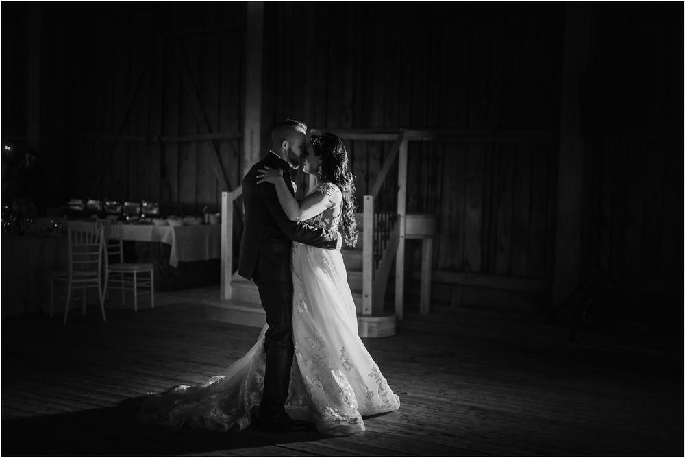 skedenj poroka porocni fotograf fotografiranje elegantna poroka rustikalna poroka pod kozolcem pcakes velesovo mdetail nika grega 0113.jpg