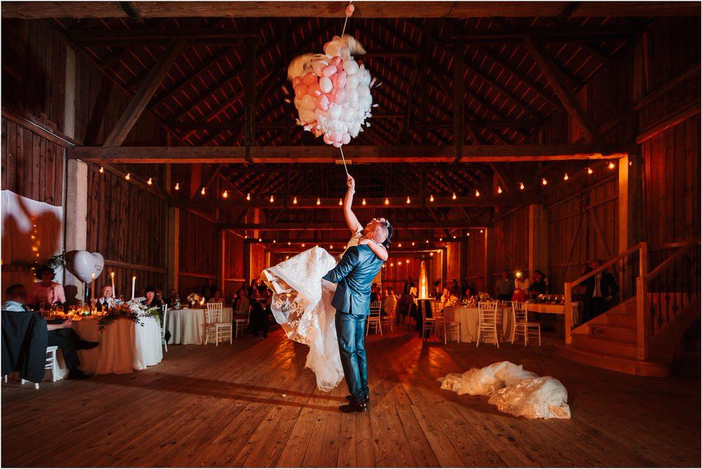 skedenj poroka porocni fotograf fotografiranje elegantna poroka rustikalna poroka pod kozolcem pcakes velesovo mdetail nika grega 0117.jpg