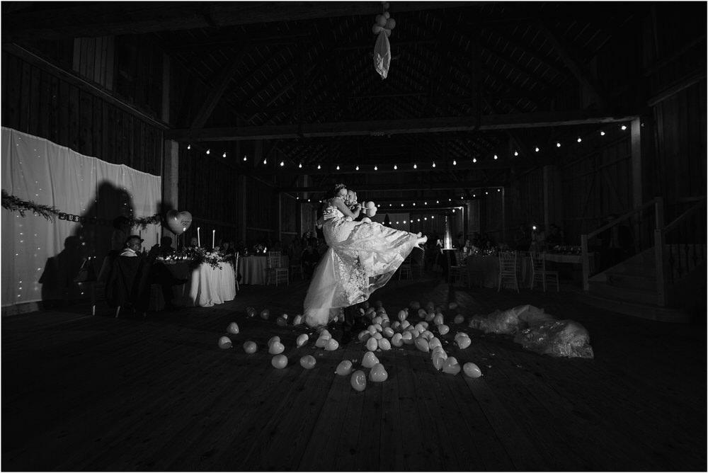 skedenj poroka porocni fotograf fotografiranje elegantna poroka rustikalna poroka pod kozolcem pcakes velesovo mdetail nika grega 0120.jpg