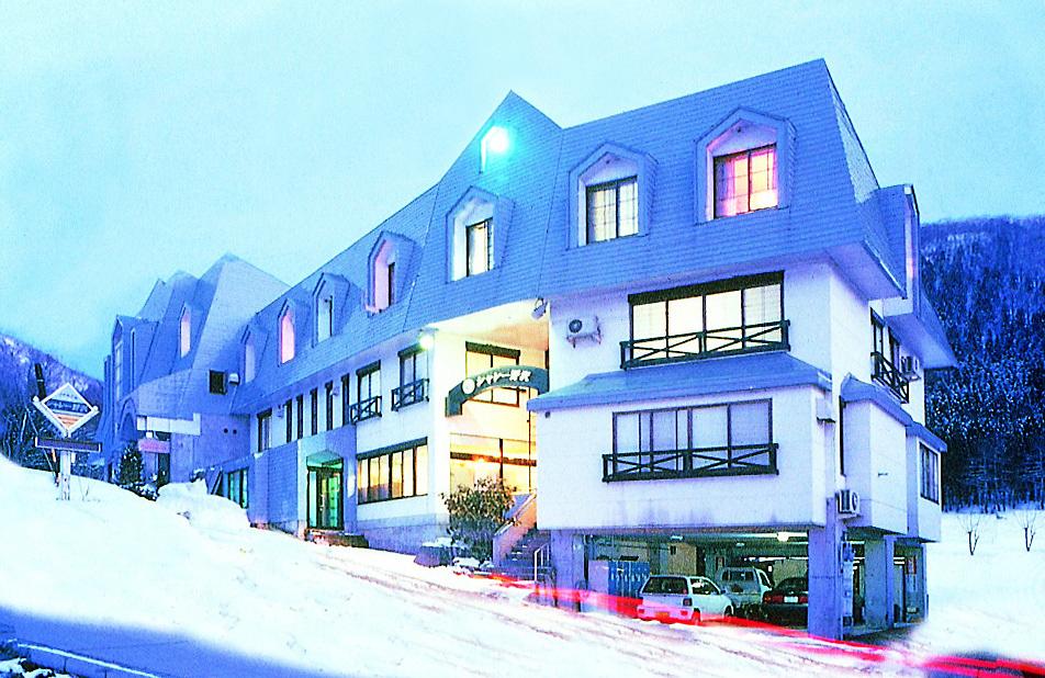 Petit-Hotel-Chalet-Nozawaシャレー野沢 外観.jpg
