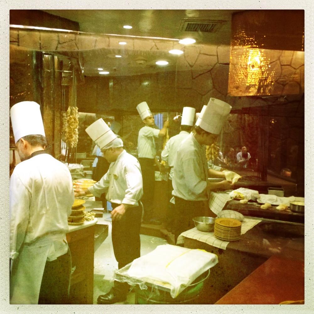 Die offene Küche des Restaurants