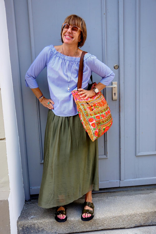 Bluse: Zara, Rock: vom Markt in Italien, Schuhe:  Gioia Dell  '  Acqua, Tasche: Markt in Ibiza.