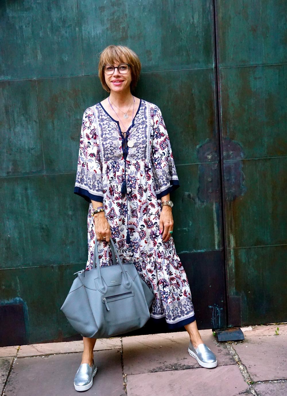 Kleid: Markt Ibiza, Tasche: Bubble Braintrophy , Schuhe: Prada