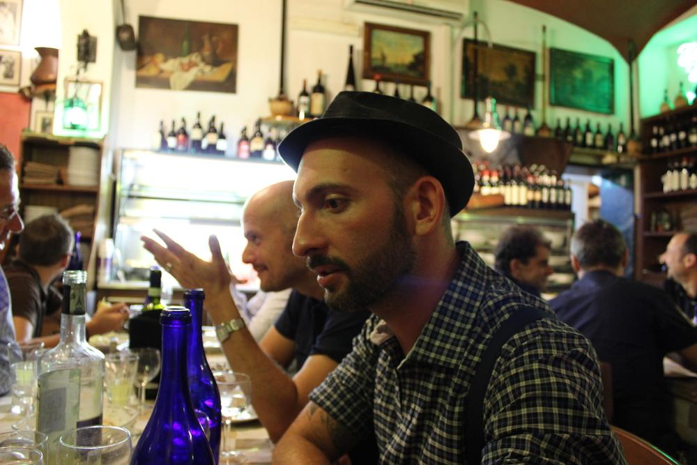 """Im """"Da Bucatino"""" mit meinen Freunden Bastian und Simone. Simone ist ein italienischer Künstler, der in Testaccio sein Atelier hat. Ich liebe seine Arbeiten.  https://www.facebook.com/atelierpieri/?fref=ts"""
