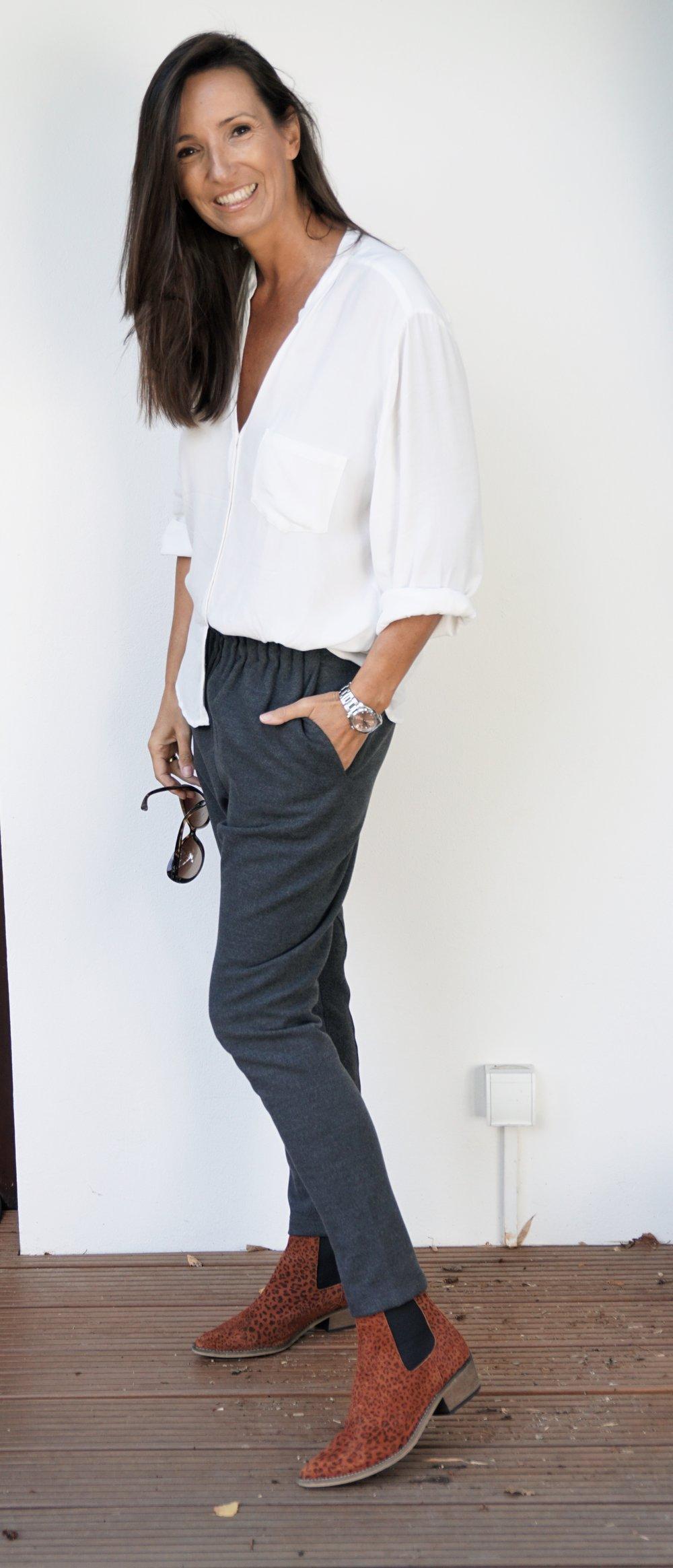 Bluse und Hose von Rabens, Schuhe von Ivylee.