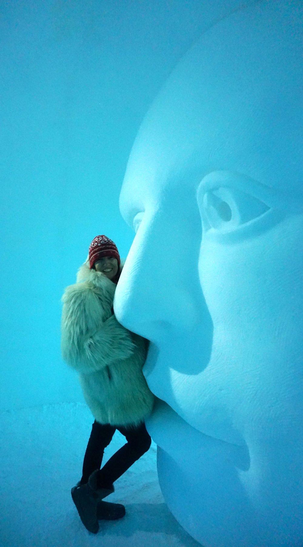 Meine Lieblingsskulptur. Hier kann man sehr gut die Dimension der Kunstwerke erkenne - ich bin 1,78 cm groß!