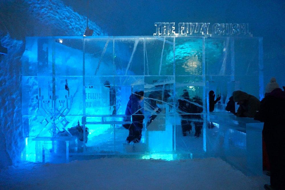 """Eisbar im """"cold""""-Bereich. Ich habe das Restaurant im """"warm""""-Bereich gewählt.Mit viel heißem Tee und schwedischen Spezialitäten."""