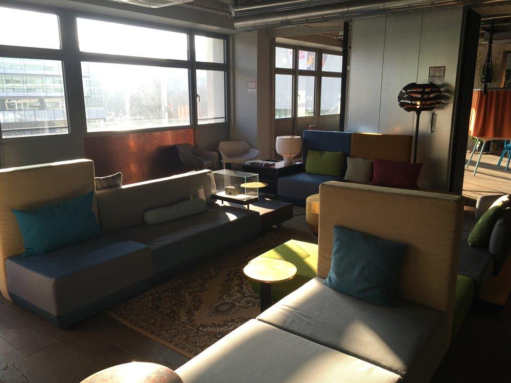 Lounge-Bereich im 3. Stock
