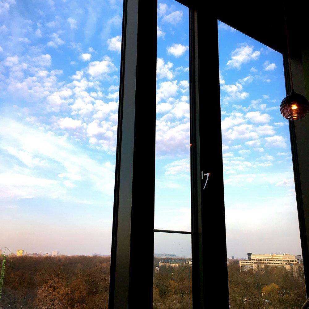 Freier Blick in den Berliner Himmel.