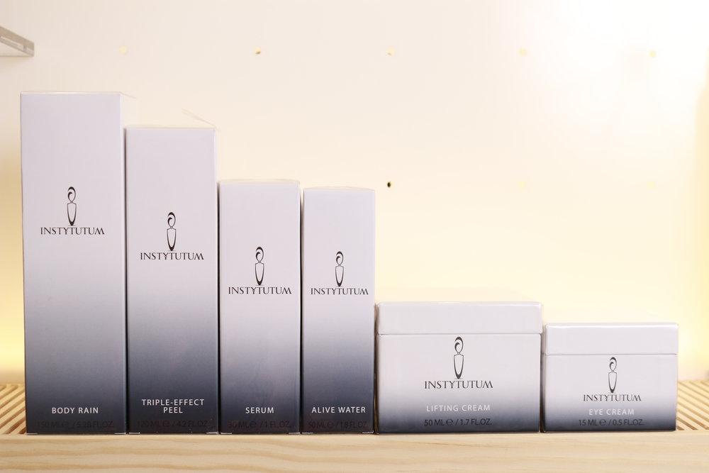 BODY RAIN - das erste Produkt aus der Serie, ganz links. Die restlichen Produkte stellen wir Euch bald vor. Aber zuerst wird über einen längeren Zeitraum getestet,