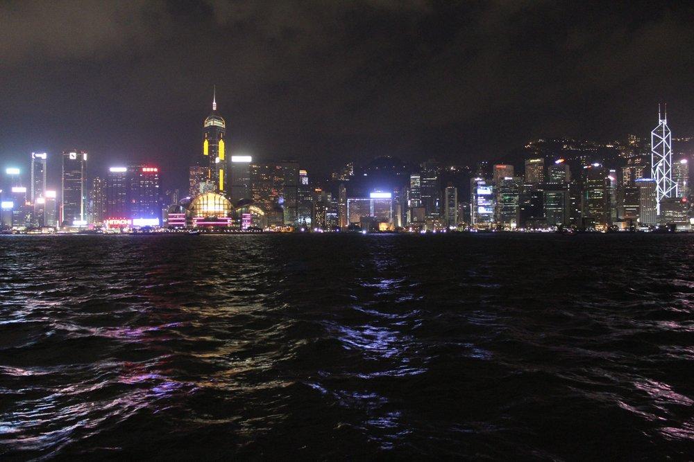 Blick von der Star Ferry auf Hongkong Island.