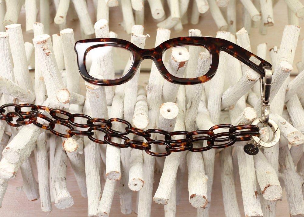 Die Handbrille BeFifty Blog für Frauen über 50  Brille