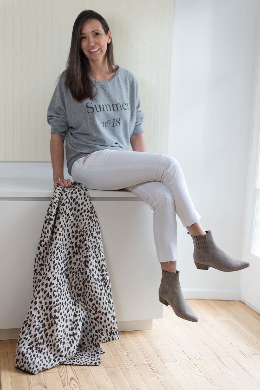 BeFifty Blog für Frauen über 50 Fashion DAWN Hose Outfit Sommer Weiße Hose Stylingtipps für Frauen über 40 und 50 nachhaltige Mode Liv Bergen