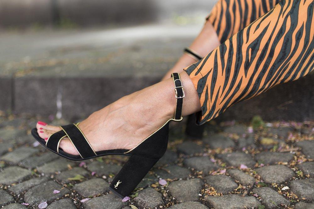 BeFifty Blog für Frauen über 50 nachhaltige Mode Karin Fraidenraji Strick Poncho Ü50