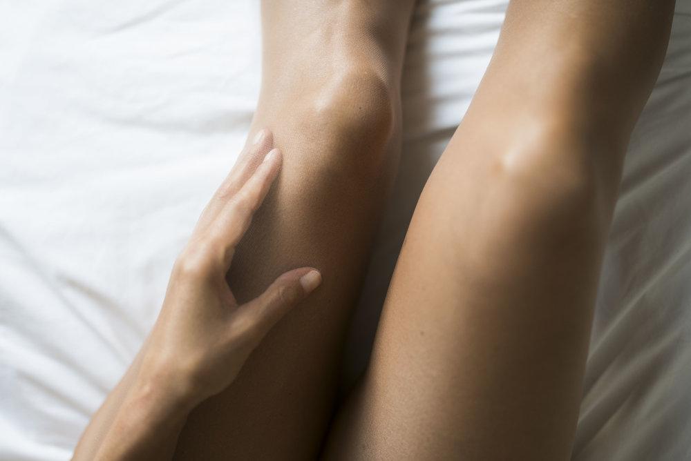 Foto: BeFifty / ©Sarah Willmeroth ITEM M6 Beine Kompression Blog für Frauen über 50 BeFifty