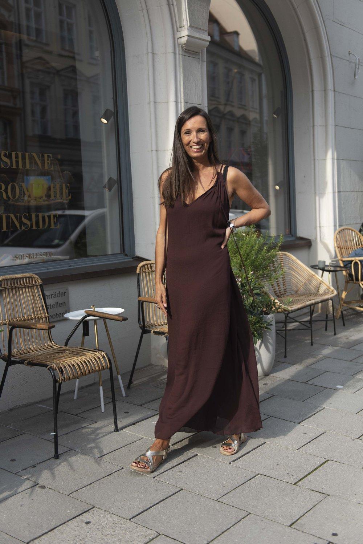 BeFifty Blog für Frauen über 50 unkompliziertes Sommerkleid für große Hitze Rabens Salonen Ruby Store München
