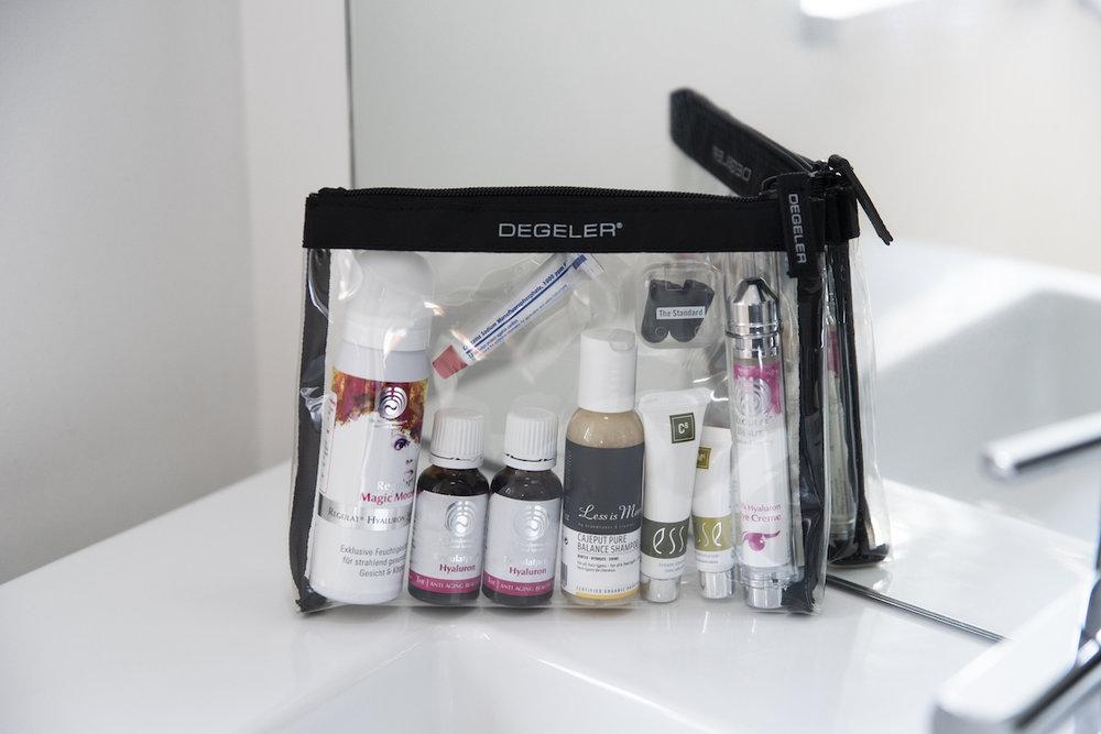 Reisegrößen Kosmetik Regulat Beauty, Magic Mousse Reisegröße. Shampoo Less is more, ESSE Kosmetik im Clear Bag von Degeler BeFifty Blog für Frauen über 40 und 50 Beate Finken