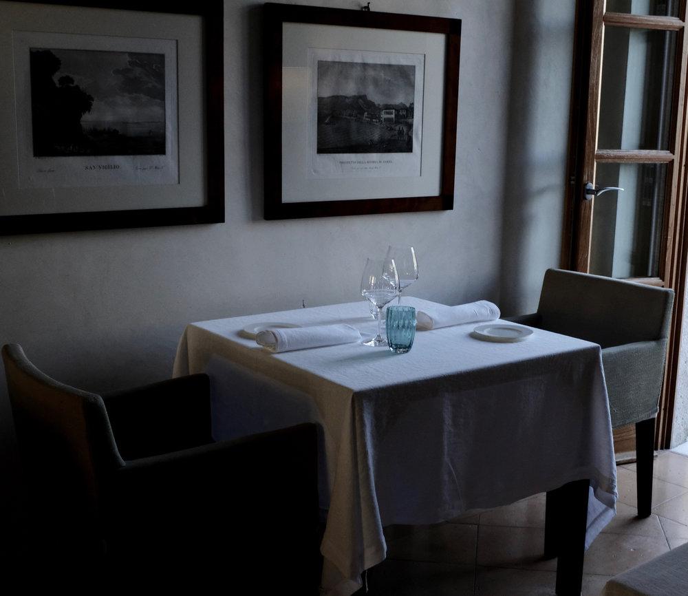 Ein wunderschönes Hotel in Salò am Gardasee. Leiser Luxus mit einem traumhaften Ausblick. Tipps einer erfahrenen Reisebloggerin. Beate Finken, Blog BeFifty, Tipps für Frauen ab 40 und über 50. Italien, Gardasee, Hoteltipp.