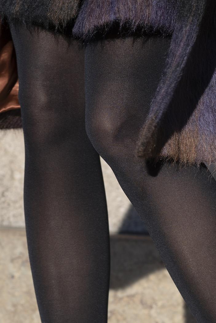 Item M6 Kompressionsstrumpf Die schönsten Winterlooks für Frauen über 40 und über 50 BeFifty Blog für Frauen über 40 und über 50 Beate Finken Item m6 Tights Soft Touch Rock Lala Berlin Mantel JANNE Rock tragen im Winter