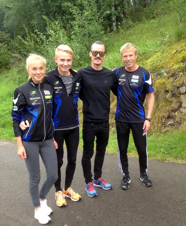 GOD TUR, HENRIK: Kristin Sørhaug, Øystein Steinsvik Evjen og Johnny Evjen ønsker Henrik Ingebrigsten lykke til i Rio OL.