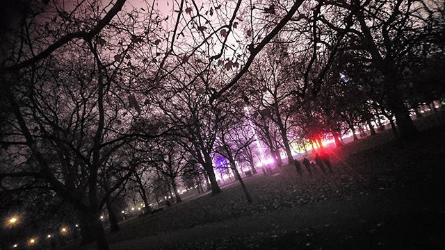 Hyde Park or the Upside Down?? 🤔.. @strangerthingstv