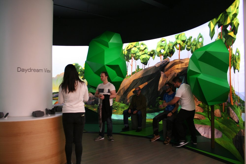 Google Pop-Up Store, SoHo, Curved Dimensional Lightbox, Production, Installation