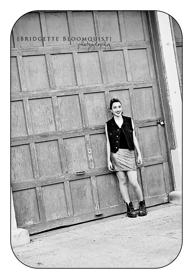 senior photos black and white