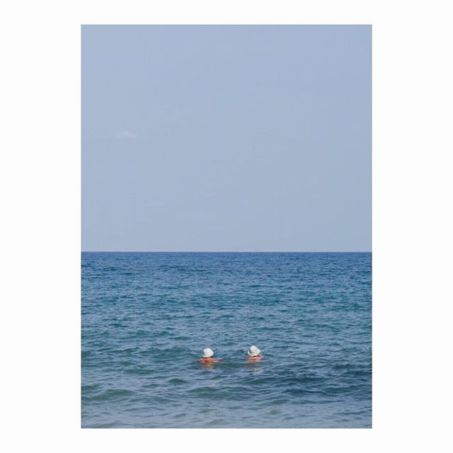 Two swimmers : ) . . . . . . . #tourists #kohsamuithailand #sea #instagood #travel #swimmers #bluegraphic #graphicnature #oceanblue #composition