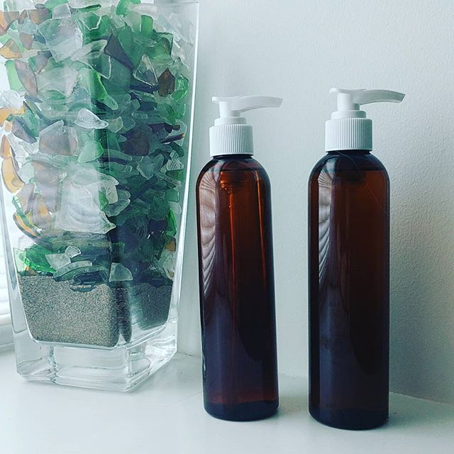 Two fresh new message oil blends.  1.Deep Forest: Copia balsam  Eucalyptus Sweet marjoram Scotch pine Grapefruit  2.Sweet Heat Cardamom Cinnamon Sweet orange  #massageoil #massagetherapy #essentialoils #blends #saje #wellness #rmt #halifax #carrieroil #deeptissue #health #massagetherapist #deepforest #sweetheat #aromatherapy #therapeutic