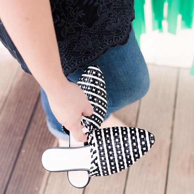 Slide on - slide off! 🖤 🤣 🖤 | These are STILL one of my favorite pair of shoes, and I'm not-so-secretly dreaming they'll make them in rainbow colors!!! #prettyplease #katespadenewyork #shoelove #springtime🌸 #busymom #momofthree #blackandwhitefashion #realstyle #shoestyle #myfavoritethings