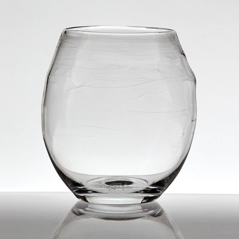 ▲ Tumbler – in pure, optical-quality glass