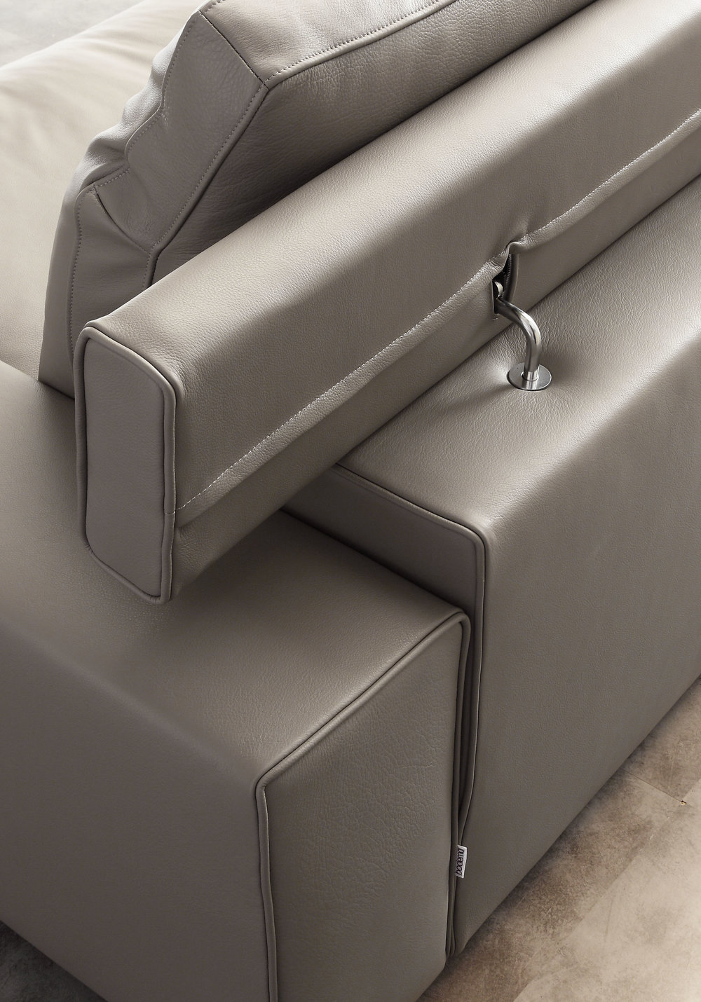 SB 73 sofa bed detail