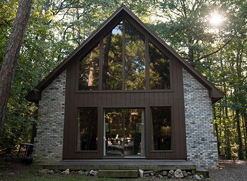Cozy Pine Cottage:   1  Bath – Sleeps 8