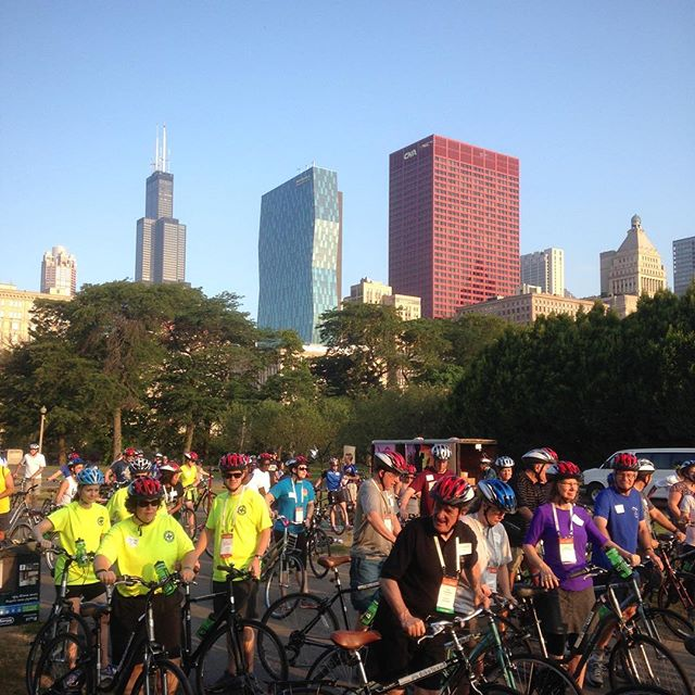 Helping out @rideillinois & @biketexas, hosts of a  legislator bike tour on a beautiful #Chicago morning.