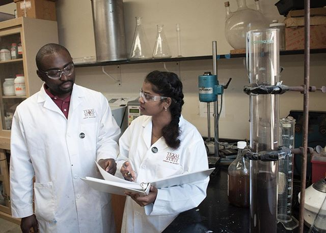 Behind the scene: Michael and Archana discuss over the lab results. Ready to move into pallet-scale stage yet? #tx2o #watertechnology #innovation  #regeneration #reclaim #reuse #foracleanerfuture #ecofriendly #collegiateinventorscompetition #entrepreneurship #businessplancompetition #txst #txstgrads #txstategrads #MSEC