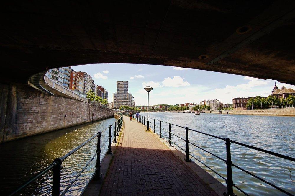 luik_onder_brug.jpg