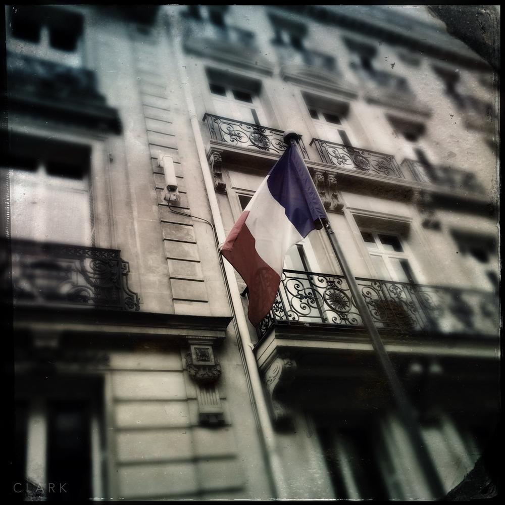 005_DerekClarkPhoto-Paris_iPhone.jpg